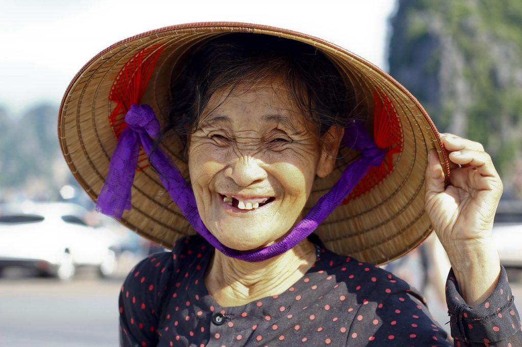 persona asiatica vieja