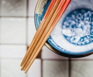 Los palillos chinos no deben faltar en un cocina ¿será el utensilio más usado en la cocina oriental?