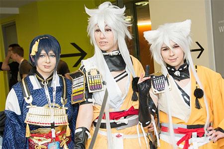 Chicos disfrazados, conocidos como cosplayer cuando se dedican a vestir personajes de anime u otros personajes